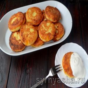 Сырники с консервированными персиками
