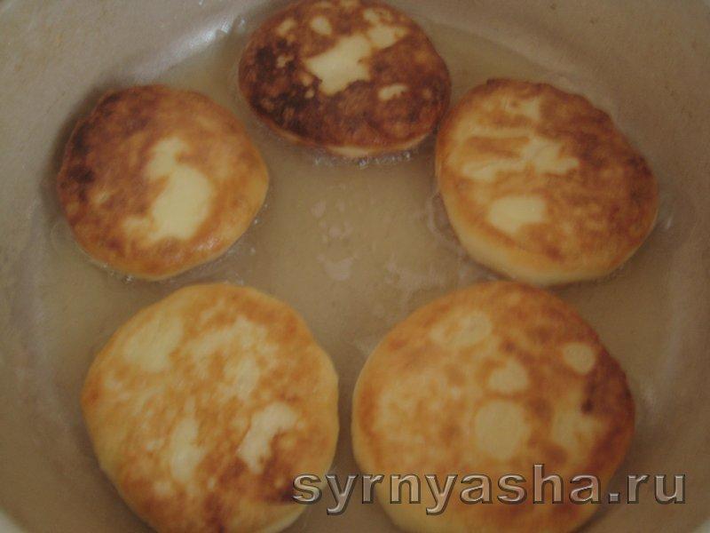 Нежные сырники без разрыхлителя теста и соды: фото 6
