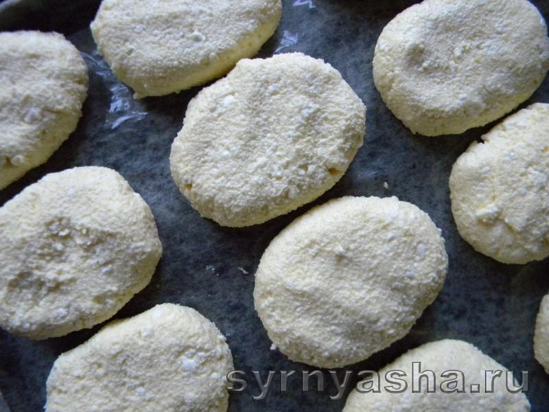 Печеные сырники с клубныкой без муки в духовке: фото 6