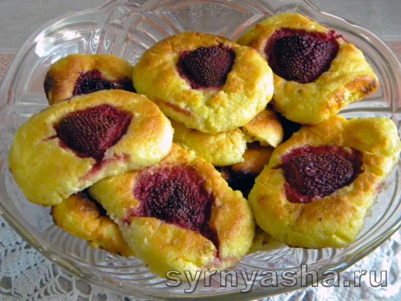 Печеные сырники с клубникой без муки в духовке: фото 8