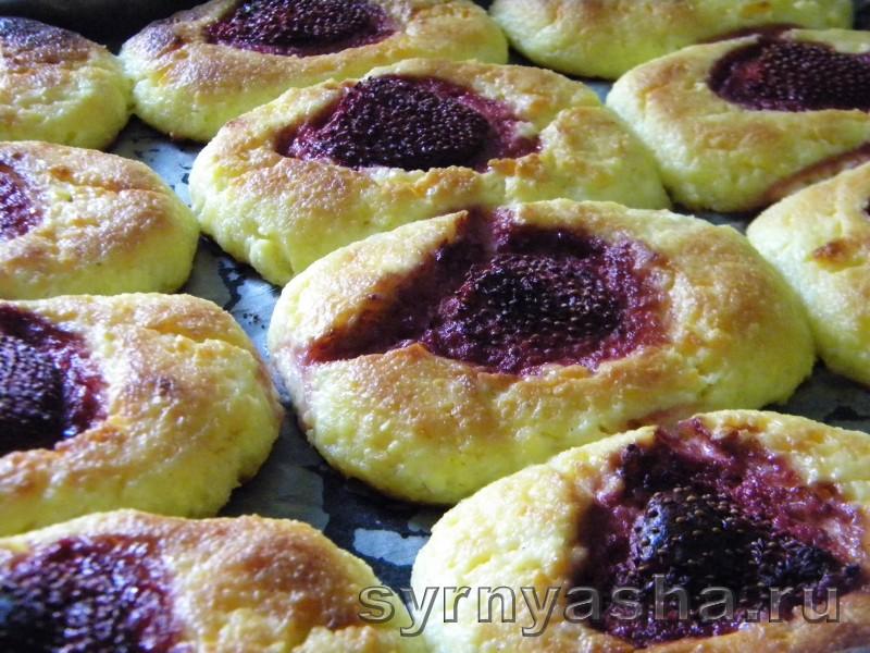 Печеные сырники с клубныкой без муки в духовке