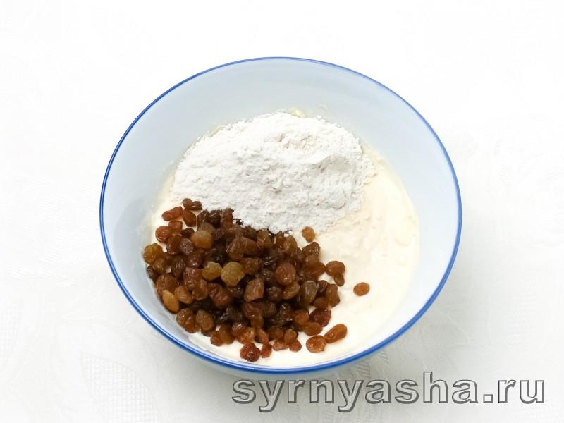 Сырники из творожной массы с изюмом: фото 2