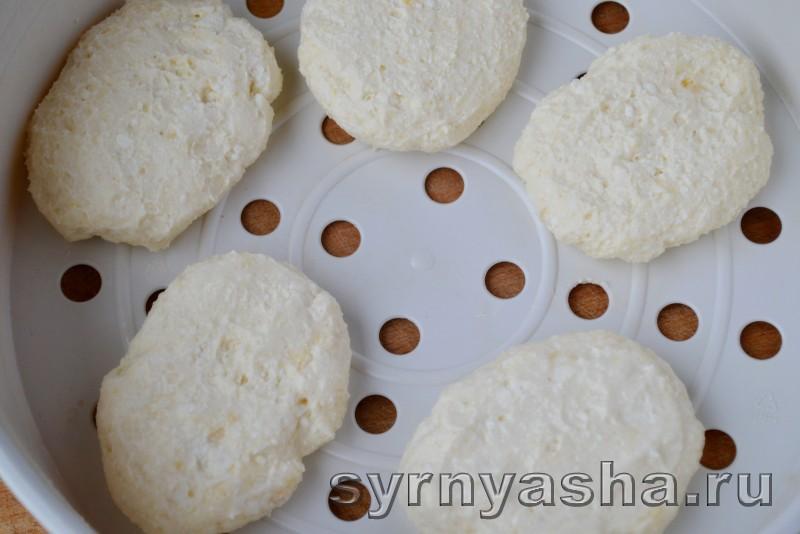 Сырники на пару в мультиварке: фото 4