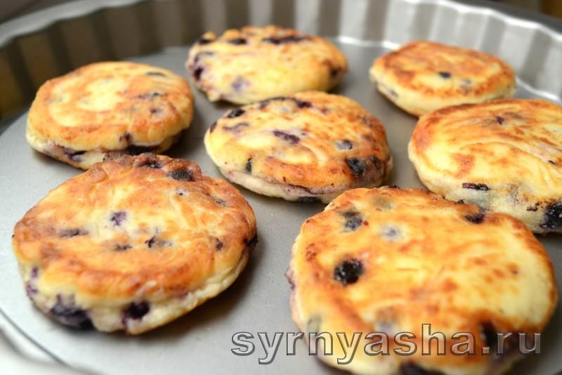 Сырники с черникой в духовке: фото 6