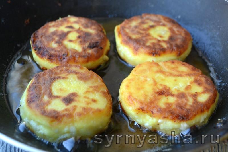 Сырники с консервированными ананасами и куркумой: фото 8
