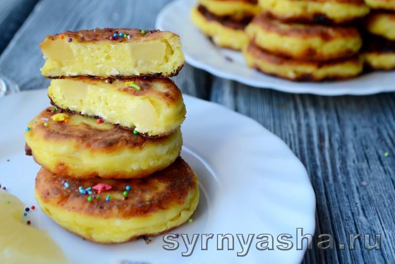 Сырники с консервированными ананасами и куркумой