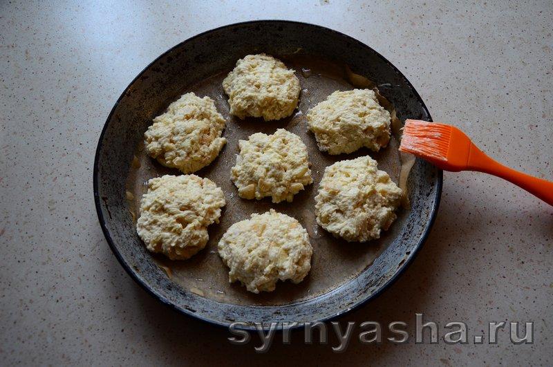 Сырники с яблоками в духовке: фото 8